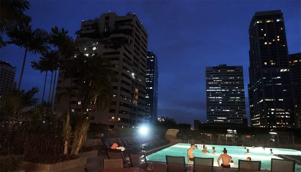 Pool über den Dächern von Bangkok