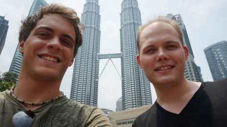 Mario und ich vor den Petronas Towers
