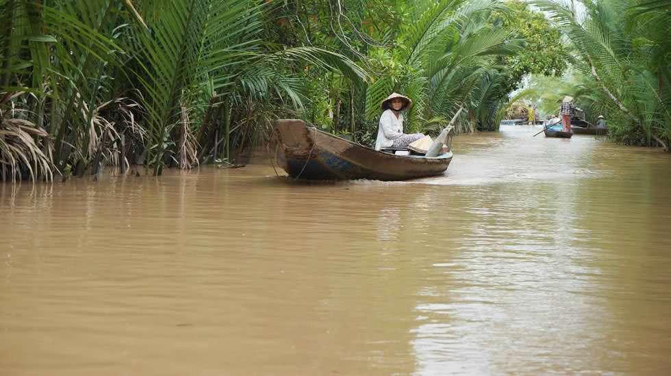 Vietnamese mit seinem Boot