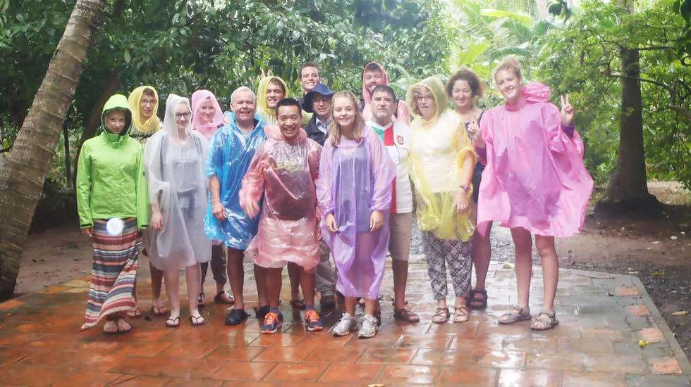 Unsere Reisegruppe in Raincoats