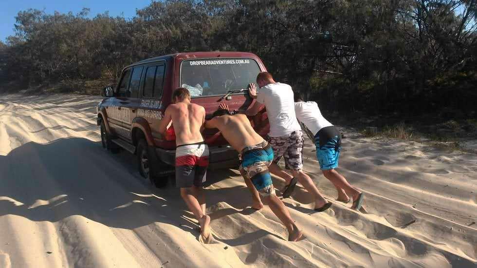 Wir schieben den Jeep