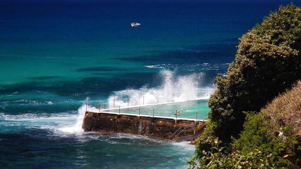 Öffentlicher Pool direkt am Meer