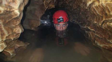 Ich im Wasser der Höhle
