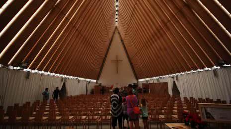 Kirche aus Pappe