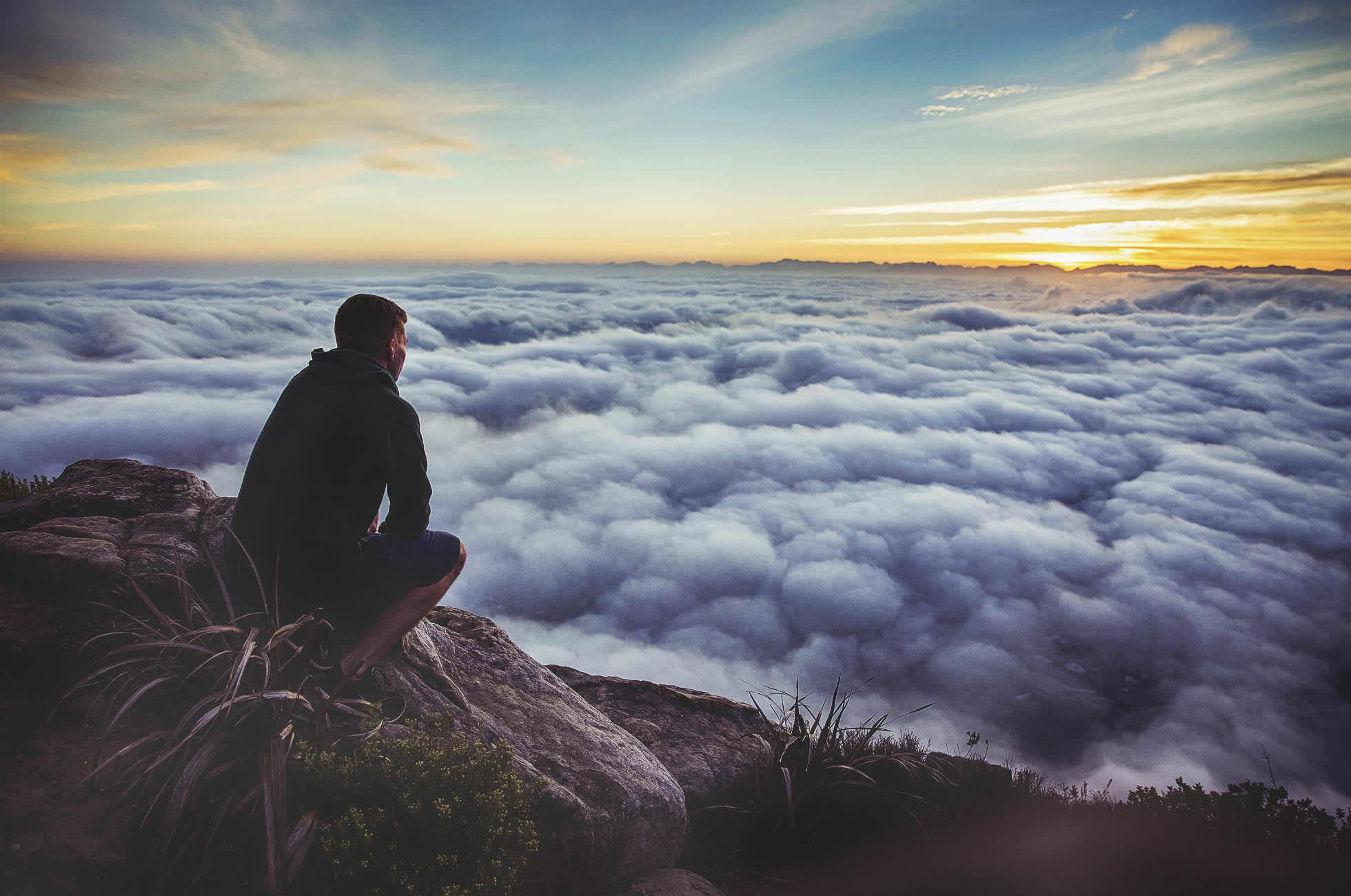Weltreise Ausblick Berge Wolken