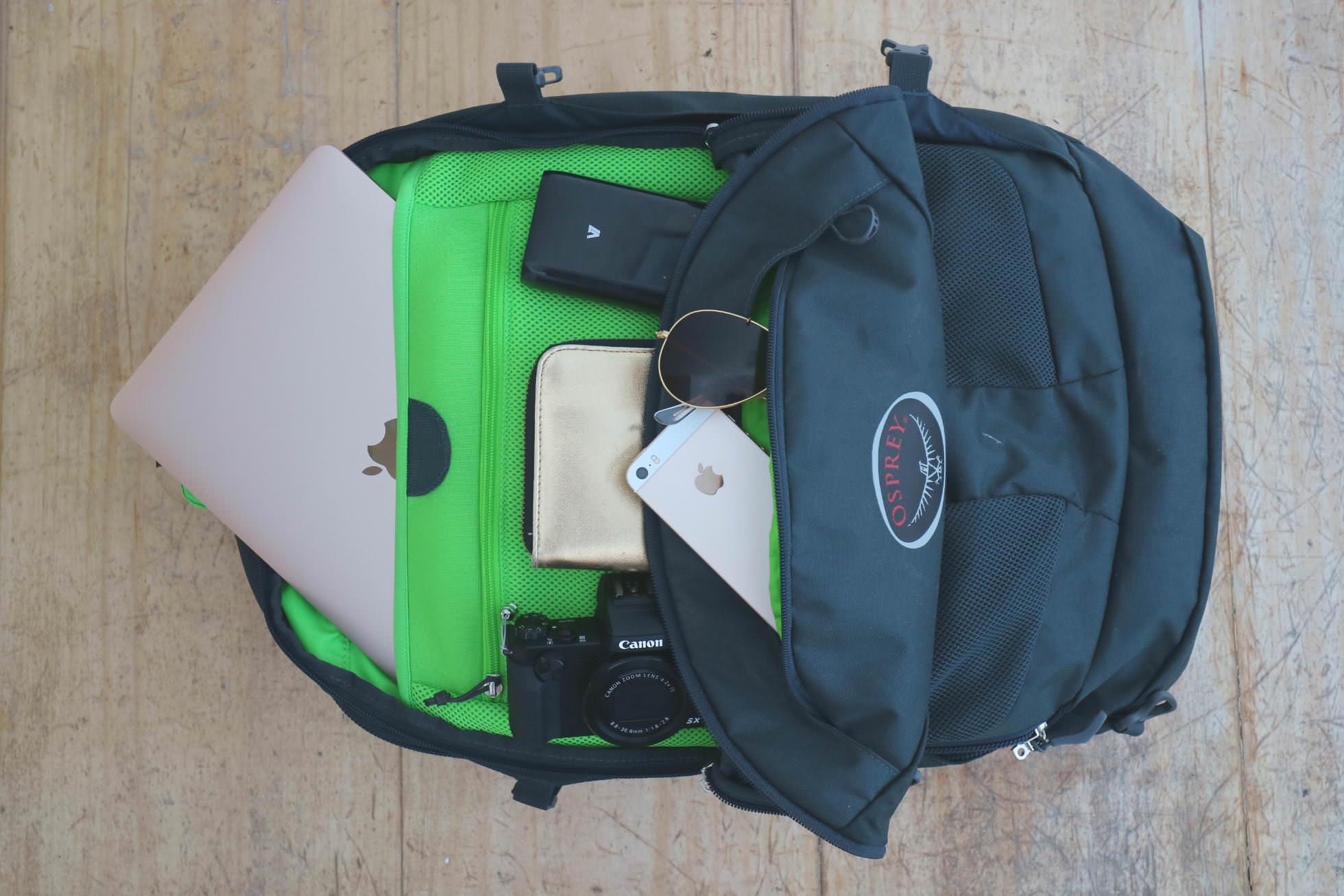 Laptop, Handy und Kamera