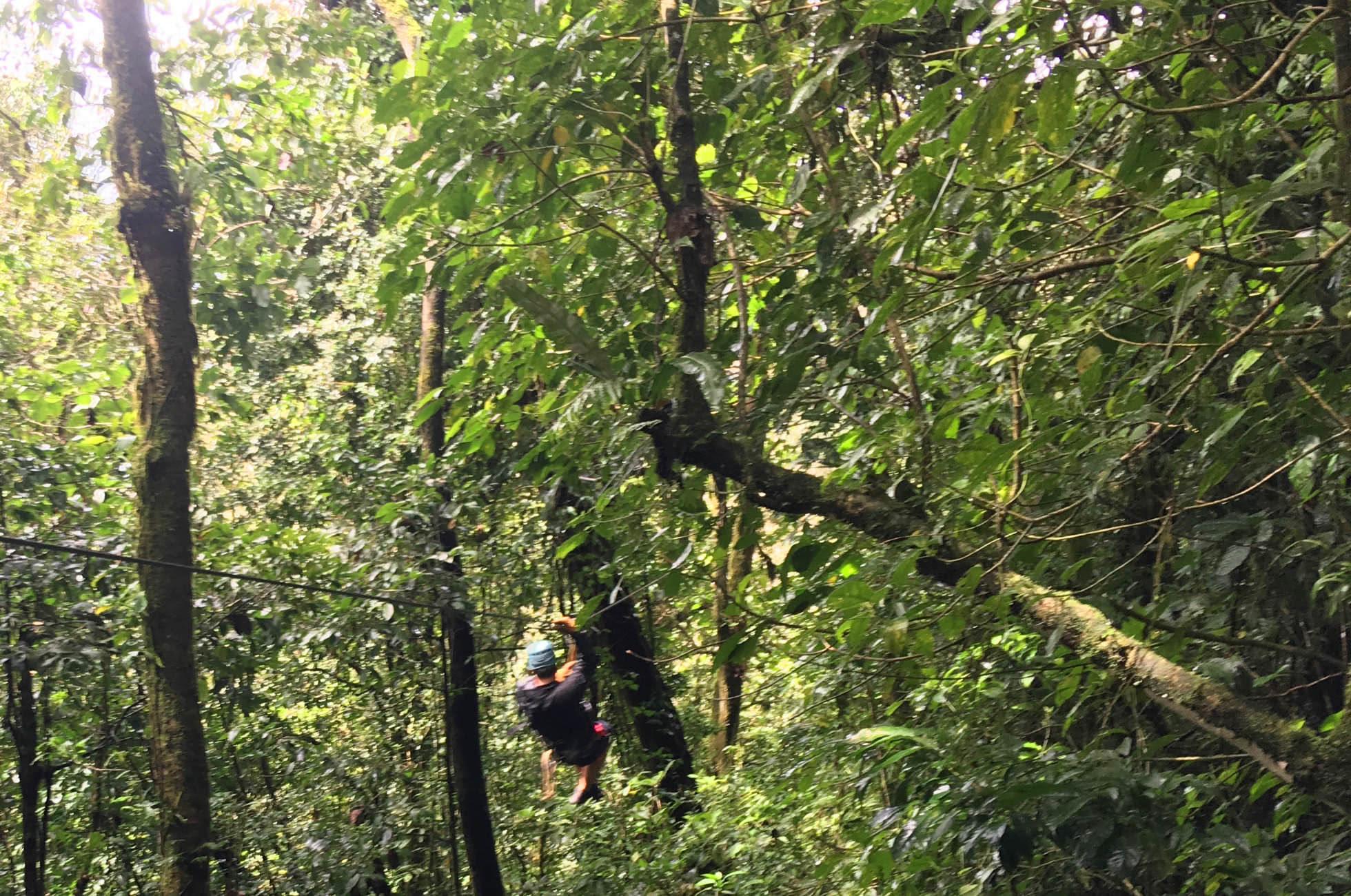 Ziplining Santa Elena