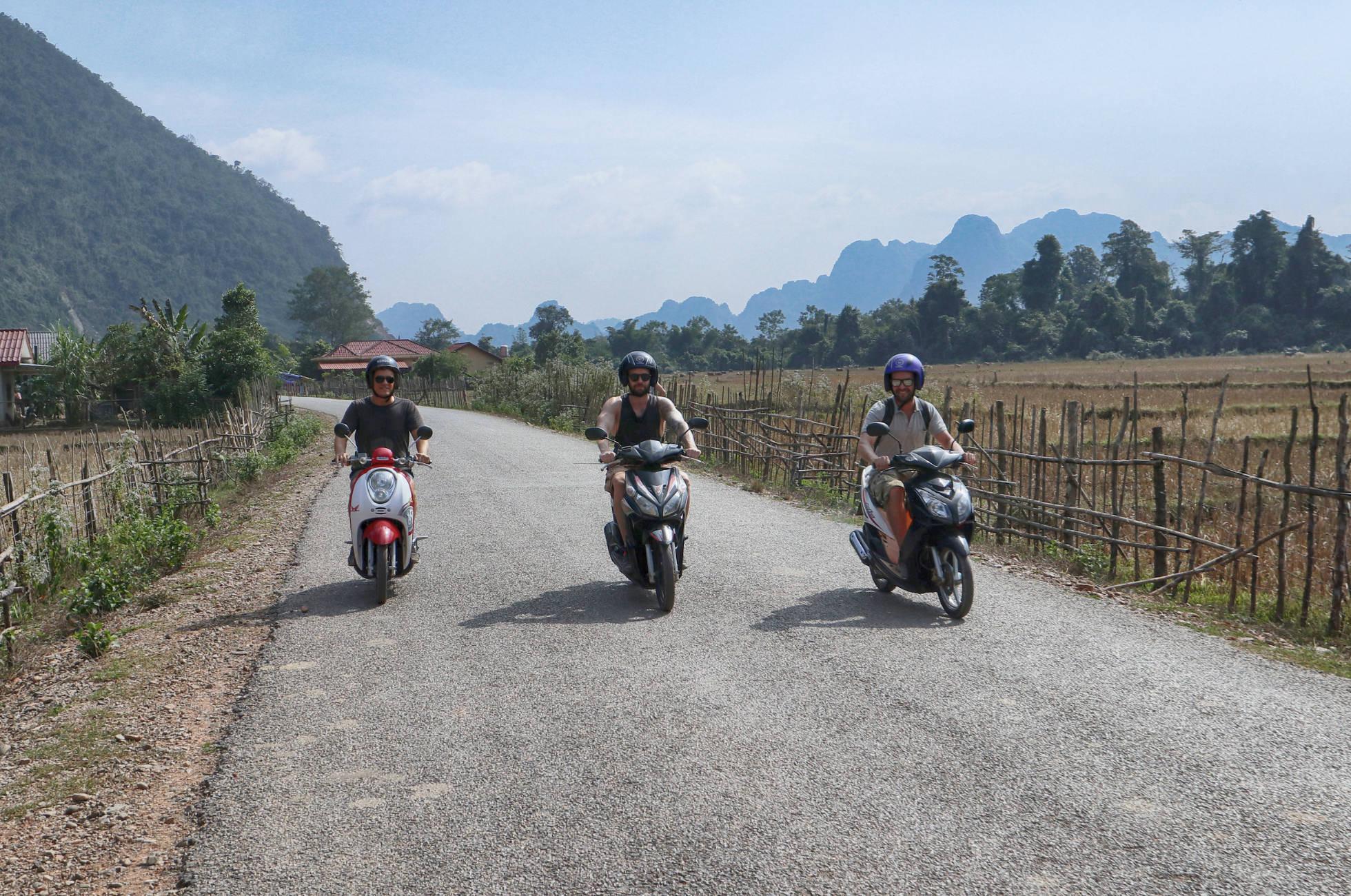 Rollerfahren in Vang Vieng