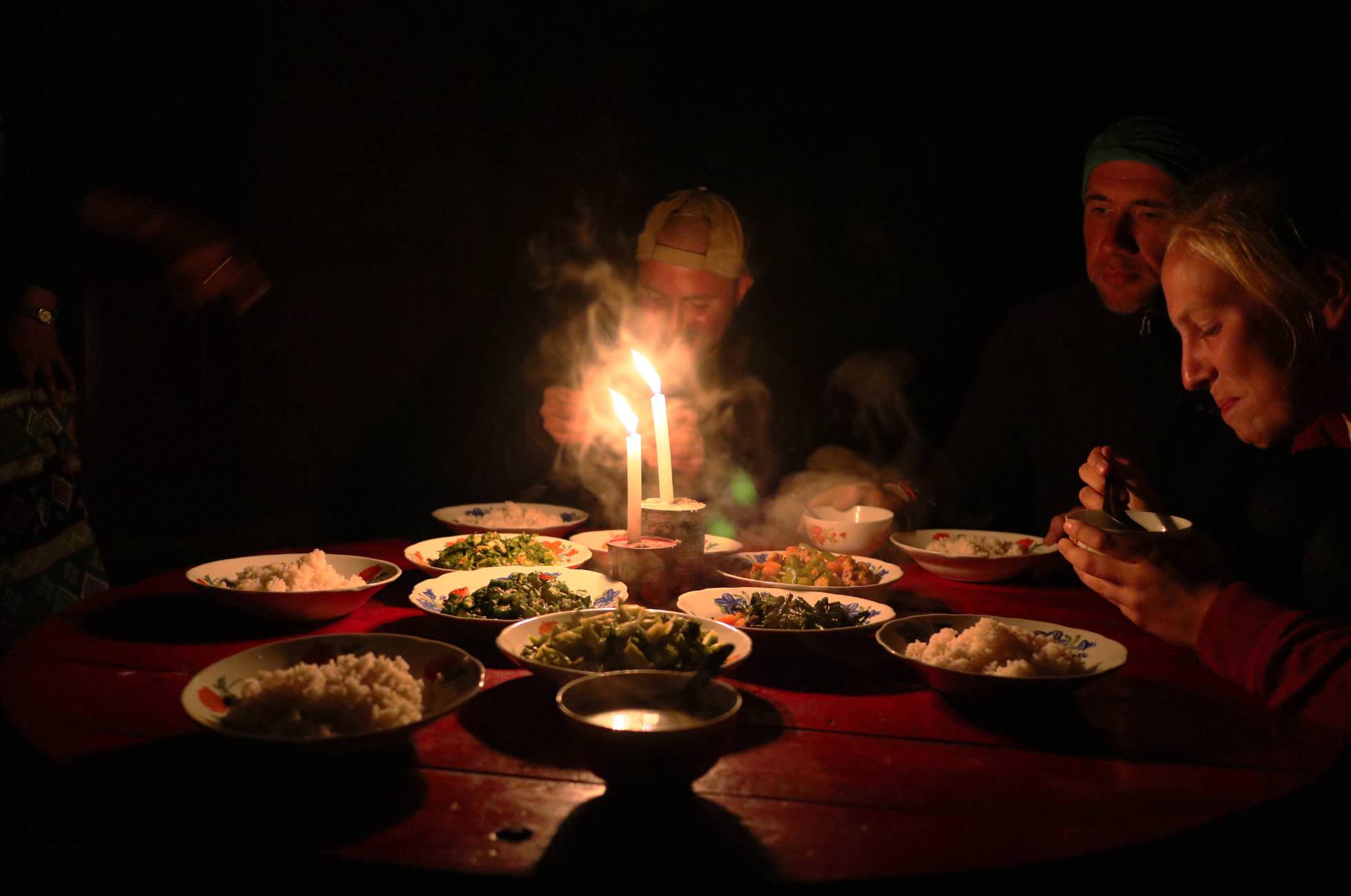 Burmesisches Curry bei Kerzenschein