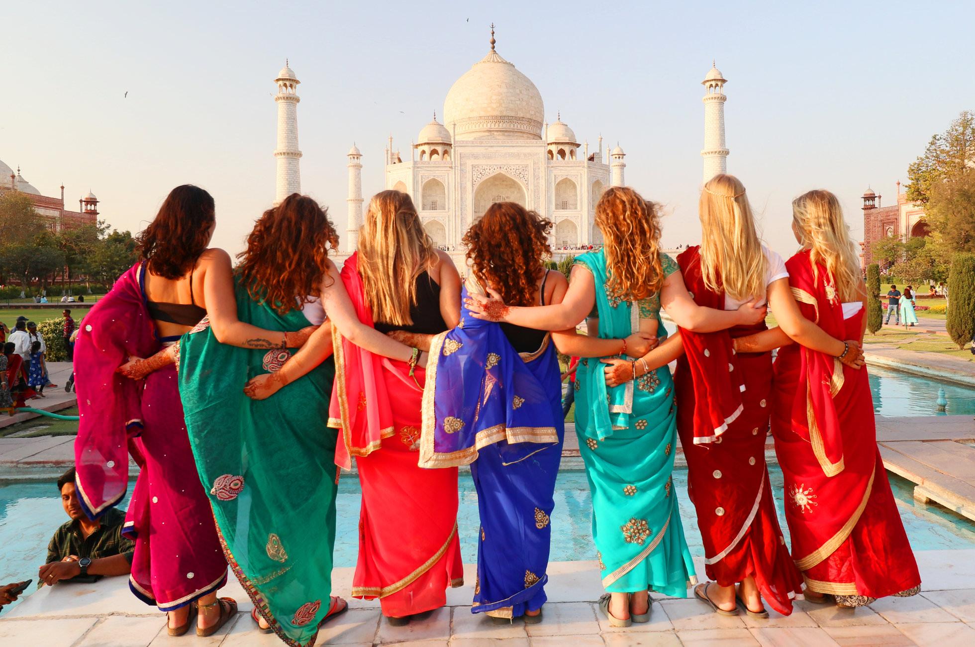 Saari Taj Mahal
