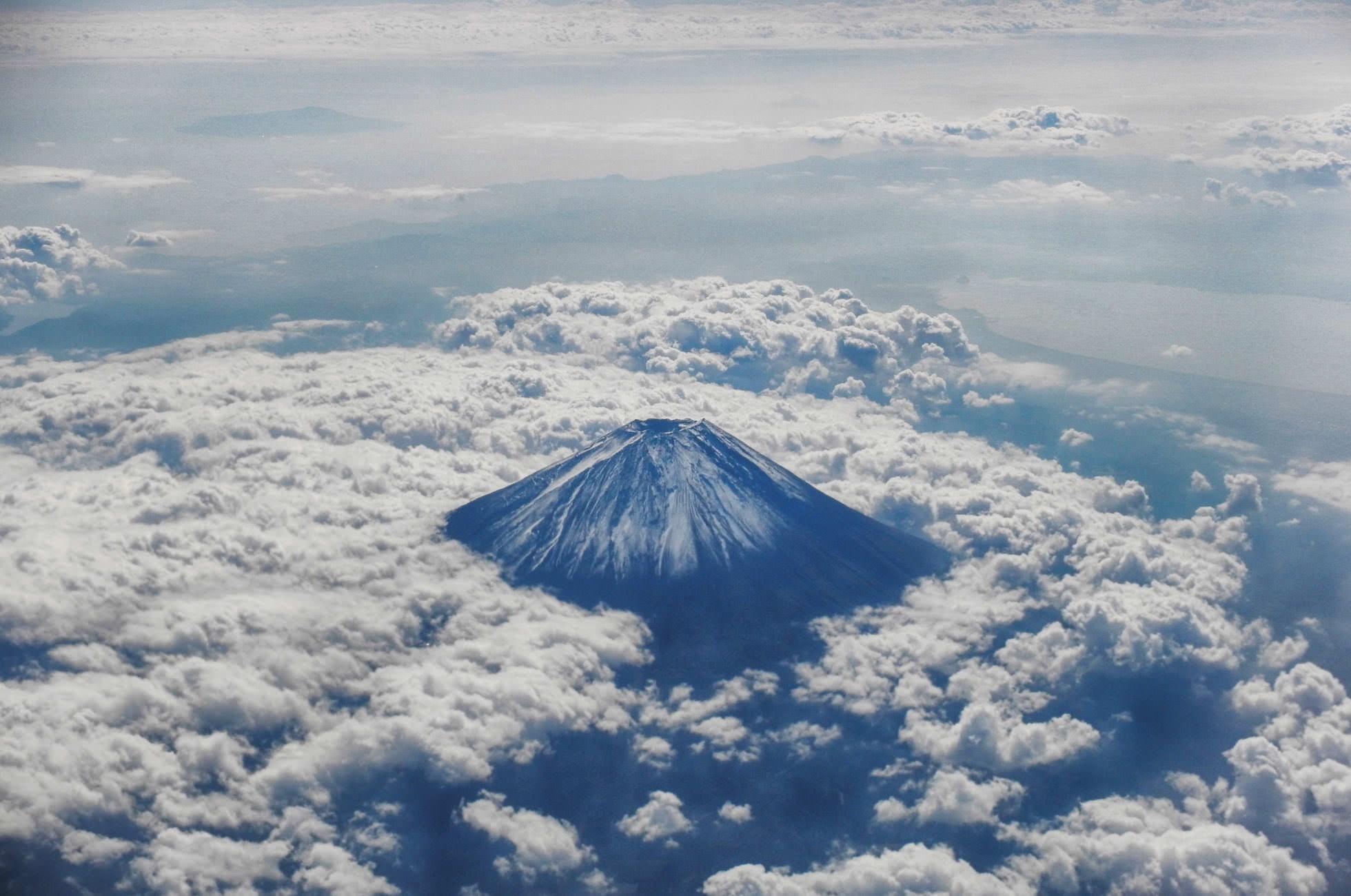 Fuji Plane